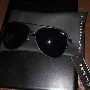 QUAY NWT SUNGLASSES IN STYLE VIVIENNE